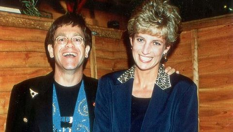 19314336-7539485-bewitching-diana-with-elton-in-1993-at-a-television-awards-cerem-a-5-1570255342449.jpg